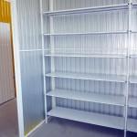Box organizado com prateleiras em aço em self storage em curitiba